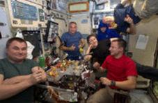 خلبان اماراتی به ایستگاه فضایی رفت و غذای خاورمیانهای با خود برد
