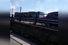 فیلمی از لحظه حمله راننده عصبانی به اتوبوس حامل کودکان ایتالیایی