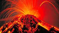 لحظه فوران آتشفشان در اندونزی + فیلم