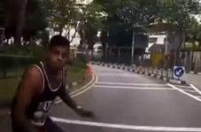 اقدام جنونآمیز مرد جوان در خیابان!