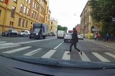 تصادف وحشتناک دختر ۱۹ ساله با خودروی راننده زن + فیلم