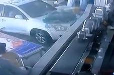 آسیب دیدن مشتریان پس از ورود ناگهانی یک خودرو به رستوران