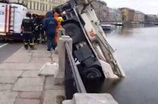سقوط جرثقیل چند تنی در رودخانه