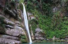 آبشار دیدنی قلعهقاف در «مینودشت»