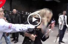 حمله به زن خبرنگار حین پخش زنده تلویزیونی!