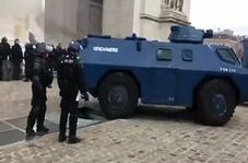خوشحالی معترضان جلیقه زرد از رخ دادن اتفاقی غیرمنتظره برای تانک پلیس