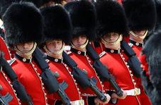 رفتار وقیحانه نگهبان گارد سلطنتی انگلیس با گردشگر زن