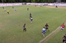 حرکت خشن یک فوتبالیست روی بازیکن حریف