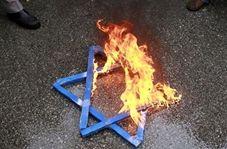 شادی یهودیان ضد رژیم صهیونیستی از آتش زدن ستاره داود