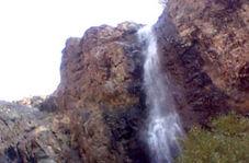 گوشهای از آبشار جذاب چال مگس در «دارآباد»