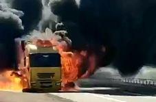 لحظه انفجار کامیون حامل تجهیزات نظامی ارتش امریکا در عراق