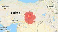 تسلط مجری و ایجاد آرامش بین مردم در کنسرت پس از وقوع زمین لرزه در ترکیه