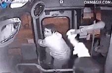 لحظه گیر افتادن دزد بدشانس در اتوبوس!