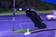 رانندهای که خودروی خود را همچون رخت روی بند آویزان کرد