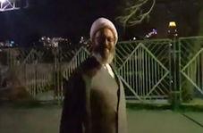 آوازخوانی یک روحانی در پشت صحنه برنامه زنده تلویزیونی