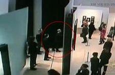 خونسردی عجیب سارق حین سرقت تابلوی نفیس از موزه!