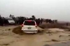 لحظه غرق شدن خودرو در هندیجان