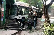 ورود مرگبار اتوبوس به پیاده رو با ۱۵ کشته و زخمی