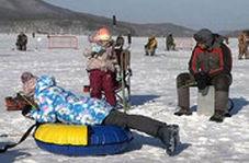 برگزاری جشنواره ماهیگیری از دریاچه یخزده در روسیه