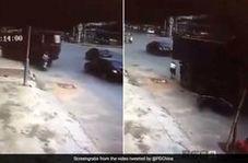 نجات معجزه آسای زن موتورسوار پس از تصادف با کامیون!