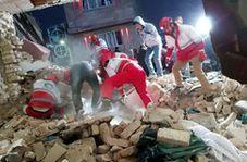 لحظه نجات کودک دوساله از زیر آوار انفجار در شهریار پس از ۴ ساعت