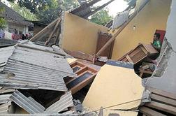 نجات یک مرد از زیر آوارهای مسجد پس از زلزله 7 ریشتری در اندونزی