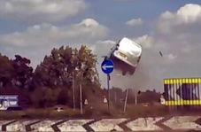 وقتی میدان، سکوی پرواز خودروی ون میشود!
