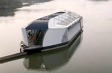 قایقی برای پاکسازی دریا از پلاستیک