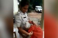 اقدام انسان دوستانه پلیس اشک پیرزن فقیر را درآورد