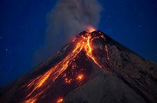 کوه آتشفشانی که خانههای یک جزیره را زیر خاکستر مدفون کرد