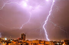 لحظاتی رعبانگیز و دیدنی از رعد و برقهای شب گذشته در تهران