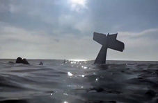 لحظه نجات دو سرنشین هواپیمای سقوط کرده