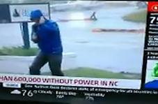 ضایع شدن خبرنگار آمریکایی حین زیاد کردن پیازداغ طوفان فلورنس!