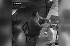 عجیبترین واکنش به یک سرقت مسلحانه؛ دزد هم هنگ کرد!