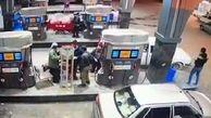 لحظه سرقت از پراید حین سوختگیری در پمپ بنزین