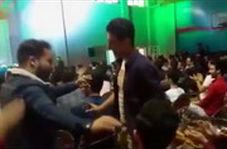 پخش ترانه خواننده زن لسآنجلسی و رقص در مراسم دانشجویی!