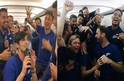 شادی زایدالوصف یاران آزمون در هواپیما!