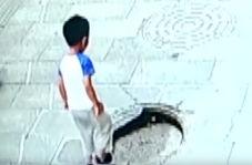 سقوط وحشتناک پسربچه چینی در چاه