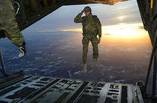 چتربازانی که دست پت و مت را از پشت بستند/ وقتی سربازان نیروی هوایی آمریکا سوژه خنده رسانههای جهان میشوند