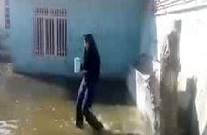 اوضاع عجیب دانشآموزان یک مدرسه پس از بارندگی!