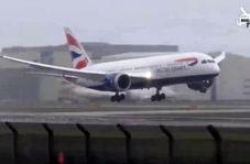 مهارت خلبان حین وقوع طوفان در فرودگاه!
