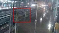 نجات زن جوان در حال خودکشی در ایستگاه قطار!
