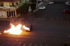 آتش گرفتن موتورسوار پس از تصادف