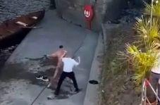 ضرب و شتم پسر جوان به دلیل شنا در رودخانه!