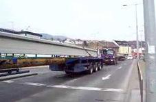 اقدام خطرناک راکب موتور در مواجهه با تریلی