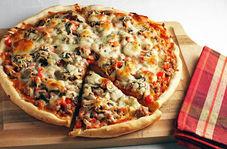 اخراج به دلیل ناخنک زدن به پیتزای مشتری!