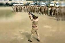 اتفاق خندهدار حین برگزاری مانور ضد شورش پلیس هند!