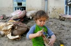 صحبتهای دردناک دختربچه سیل زده برای جهادگران قرارگاه امام رضا (ع)