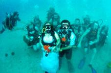 جشن ازدواج زوج تایلندی در زیر آب!