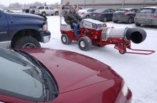 حرفهای ترین روش پاک کردن برف خودروها
